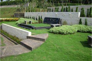 San Diego Hills; Pemakaman Menarik